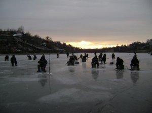 Переезд с лунки на лунку на озере рудном по перволёдью