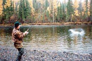 Экипировка при ловле на реке с неровным дном и быстрым течением