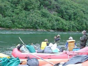 Экипировка для рыбалки в реке
