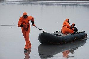 Рыбалка зимой. Спасение провалившихся под лед