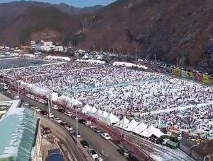 150 тысяч человек собрала зимняя рыбалка в Корее