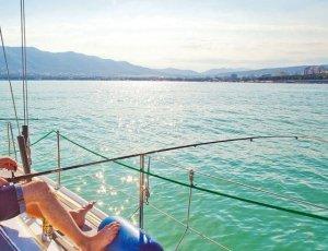 Рыбалка с яхты в Сочи